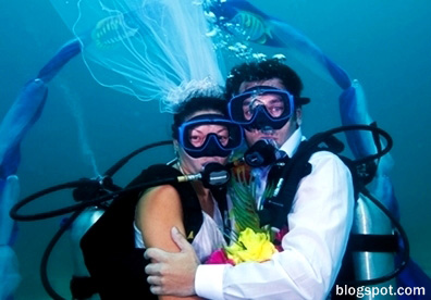 Thailand Scuba Diving Wedding adding Adventure.