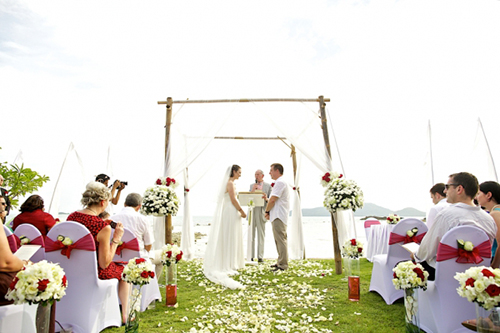 Couple in a Koh Samui beach wedding ceremony